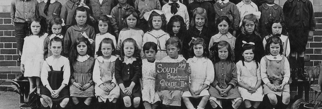 Black and white primary school class photo