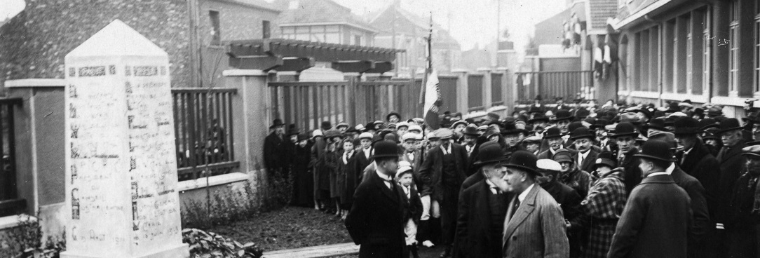 Black and white photo of a crowd gathered for a funeral