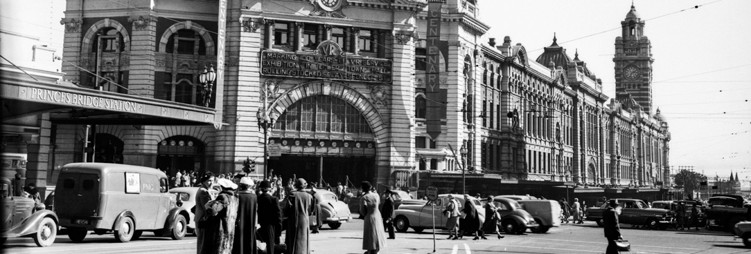 black and white photo of flinders street station in the 1950s
