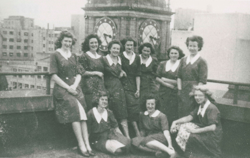 Photograph of female staff on the roof of the State Bank of Victoria Head Office.