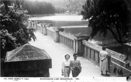 Postcard of the eastern end of the dam wall, circa 1940s.
